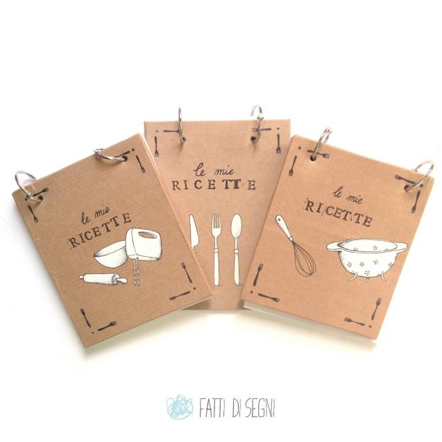 ricettari ricaricabili realizzati con copertina in cartone rivestita da carta da pacchi disegnata con penne a sfera e pennarelli.